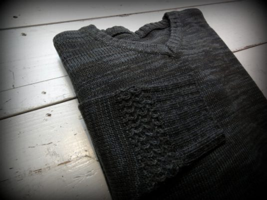 GNARLY GALLERY V-Neck Knit Sweater