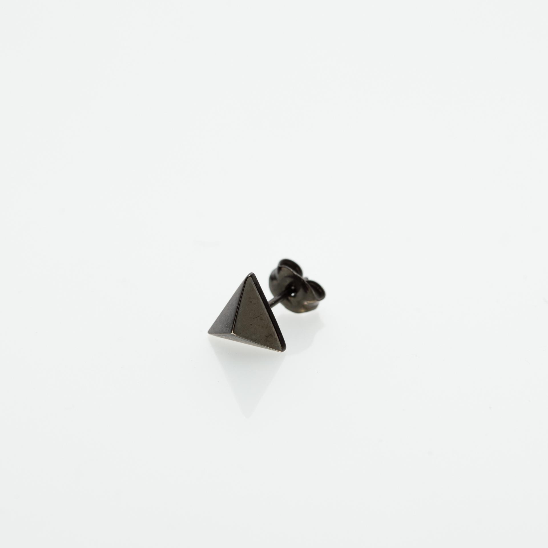 Triangle Studs Pierce